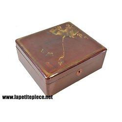 Boite / coffret Asiatique en bois laqué.