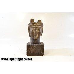 Tête de femme / déesse  sculpté en pierre