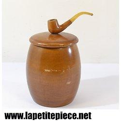 Pot à tabac en bois, décor de pipe sur le couvercle.