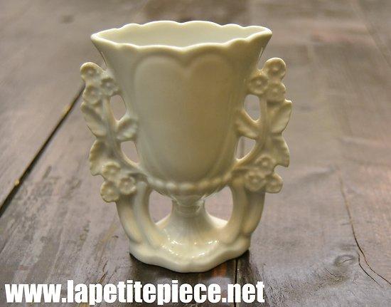 Petit vase en porcelaine biscuit - vase de mariés