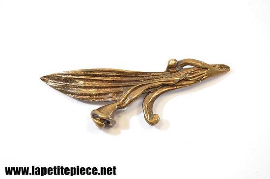 Broche artisanale en forme d'arum