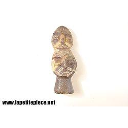 Totem sculpté dans le marbre. Art ethnique