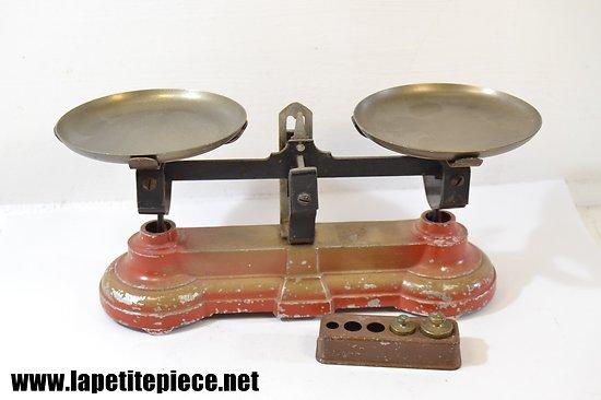 Balance miniature pour enfants, années 1930 - 1950.