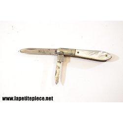 Petit couteau de couturière, plaquettes en nacre