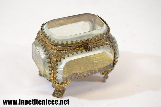 boite coffret bijoux en verre laiton. Black Bedroom Furniture Sets. Home Design Ideas