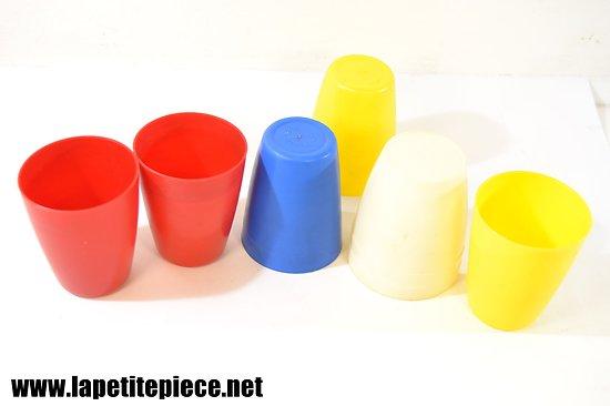 Gobelets en plastiques années 1950 - 1970. Fromages Mere Picon