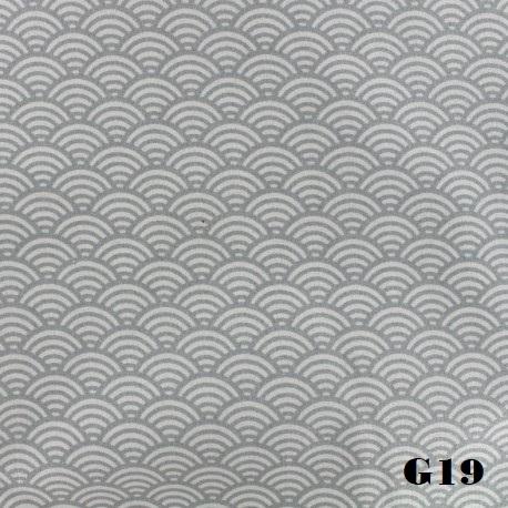tissu-coton-cretonne-sushis-gris-clair-x-10cm.jpg