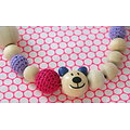 Collier enfant en bois, perle ourson naturel et perles mauves, fuchsia et violet au crochet