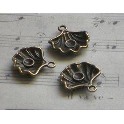 3 breloques coquillage en métal couleur bronze 13x15mm