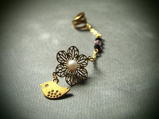 """Bague d'oreille """"La Mésange"""" en métal doré et cristal"""