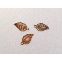 4 mini breloques feuille en laiton doré 11x6mm
