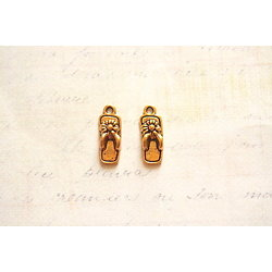 2 breloques sandale de plage / tong en métal doré vieilli 19x7mm