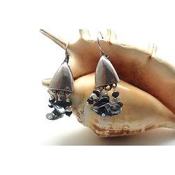 """Boucles d'oreille """"Moon story"""" aux feuilles de perles et saphirs"""