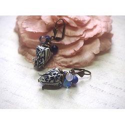 """Boucles d'oreille """"Fleur de lotus"""" aux accents bleutés, bijou tendance et féminin"""
