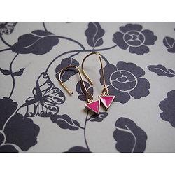 """Boucles d'oreille triangle """"Clap de fin"""" en or 14K et émail rose fluo"""