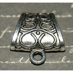 Petit passant pour foulard ou multiples rubans en métal argenté 23x23mm