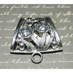 Passant pour foulard aux roses en métal argenté 40x22mm