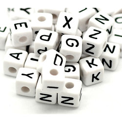 Perle lettre noir/blanc cube en acrylique 10mm