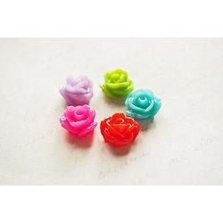 5 appliques / cabochons en forme de fleur en résine multicolores 12x8mm