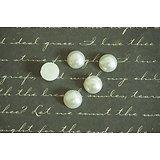 10 appliques rondes en acrylique et nacrées blanches