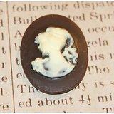 """Cabochon ovale """"camée"""" demoiselle en résine chocolat et crème 40x30mm"""