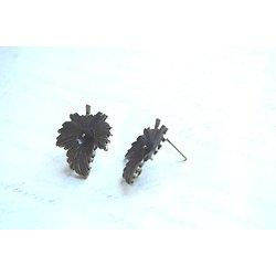 Paire de clous en forme de feuille avec anneau de connexion en métal couleur bronze 23x20mm