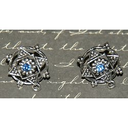 2 boucles d'oreille clous argentés étoile et strass bleu 15x15x18mm