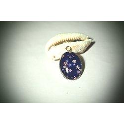 Médaillon ovale au motif d'inspiration japonaise en bleu, rose et blanc aux fleurs de cerisier