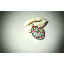 Médaillon ovale aux motifs d'inspiration japonaise et multicolore