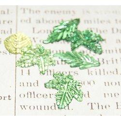10 breloques feuilles vertes en acrylique transparent 15 à 25mm