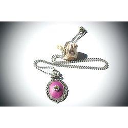 """Sautoir """"Médaillon fuchsia"""", collier long en métal argenté et argile polymère rose à strass, bijou girly"""