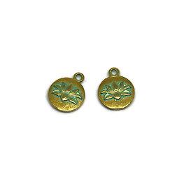 2 breloques fleur de lotus en métal doré et finition vert-de-gris 12x15mm