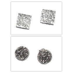 2 cabochons en résine brillante - effet diamant ou hématite 12x12mm