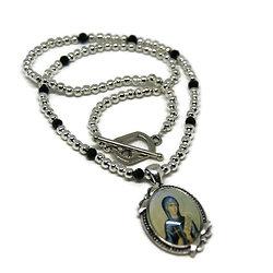 Collier court - Thème Religieux - en métal argenté et cristal de Bohème - Saint prêchant