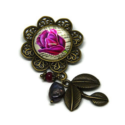 Broche fleurie, ses perles rose, rouge et son feuillage