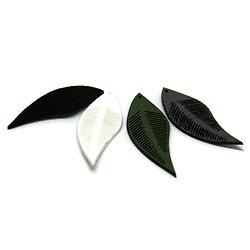 2 breloques souples feuilles en suédine 42x16mm