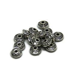 20 perles rondelles gravées en métal argenté 6,5x3,5mm