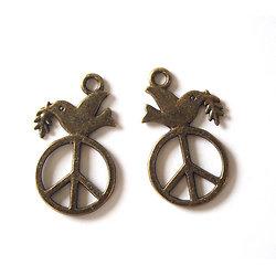 2 breloques Peace & Love et colombe de la Paix en métal couleur bronze 28x16mm