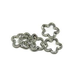 5 perles fleur évidée en métal argenté 15mm