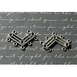 2 connecteurs en forme de V en métal argenté 20x29mm