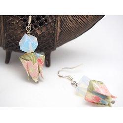 """Boucles d'oreille """"Fleur de lotus"""" aux accents vert et rosé, bijou tendance et féminin en origami"""