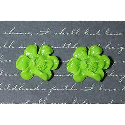 2 appliques fleur ouverte en résine vertes 22x23mm