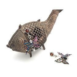 """Boucles d'oreille """"Papillon de printemps"""" aux accents noir, prune et bleu, bijou tendance et féminin en origami"""