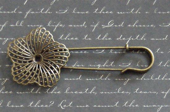 Broche à large estampe fleur en métal couleur bronze 35x83mm