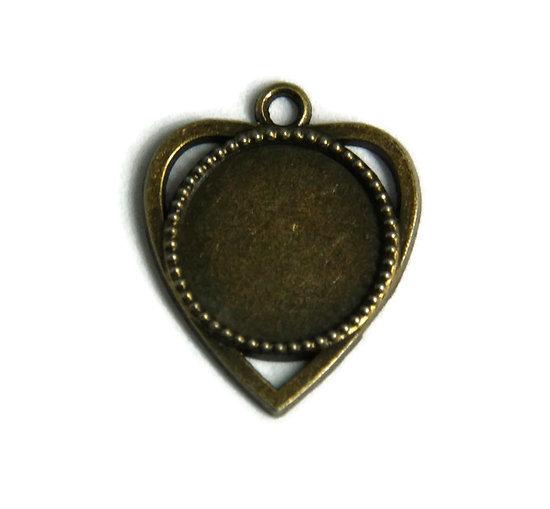 Support de pendentif coeur pour cabochon rond en métal couleur bronze  25x30mm + dôme en  verre