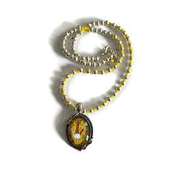Collier court aux motifs printaniers jaunes en métal argenté et cristal de Bohème