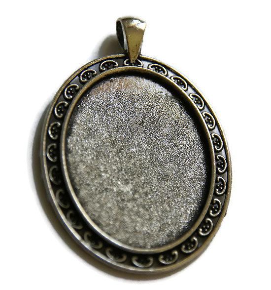 Grand support de pendentif pour cabochon ovale en métal argenté 30x40mm