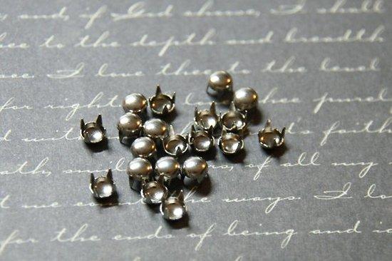 25 clous / oeillets ronds à griffes à poser en métal 5mm