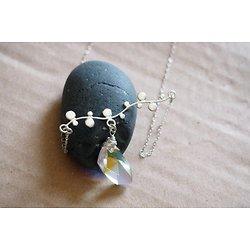 """Collier ras de cou """"Grappe d'argent"""" avec son cristal précieux et scintillant, bijou tendance et design"""