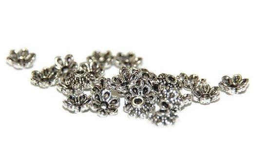 30 coupelles fleurs en métal argenté 6mm